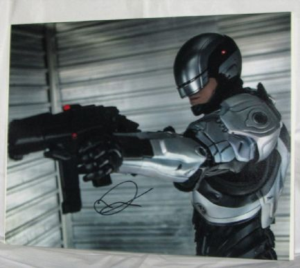 "A597JK JOEL KINNAMAN - ""ROBOCOP"" SIGNED PHOTO"